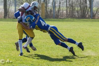 Cornerback Jos Hofman lanceert zichzelf in een receiver van Alphen Eagles
